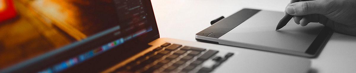 mãos teclado notebook tela